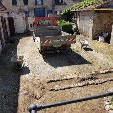 Pose de gravillonnage type Mignonette 4/8 Blanc de Marne - Villeneuve-sur-Verberie - Début chantier - HLT Aménagement