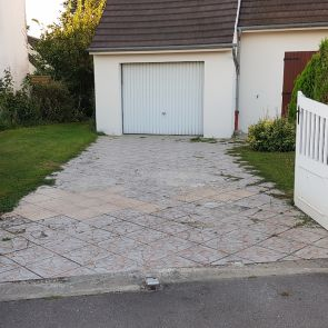 Pose d'enrobés rouges à Pont-Ste-Maxence - AVANT les travaux Entrée de garage - HLT Aménagement 1